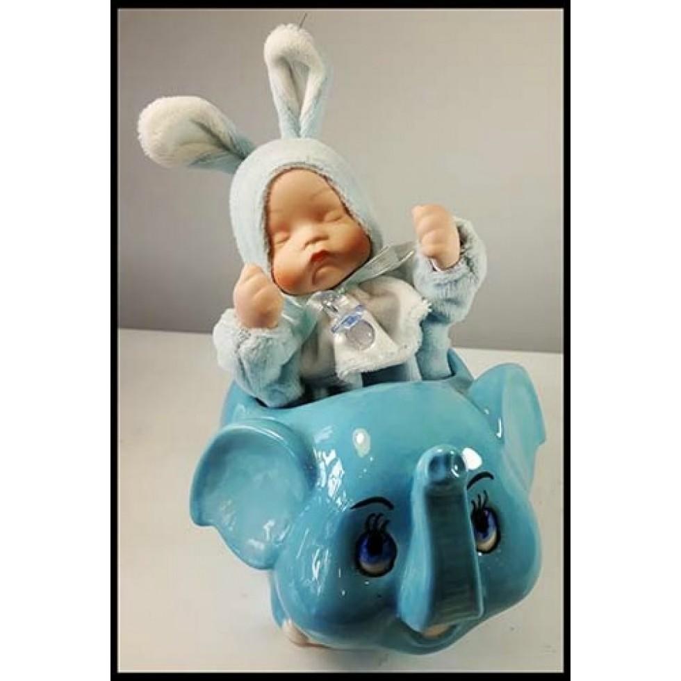 Bébé garçon en porcelaine sur éléphant musical