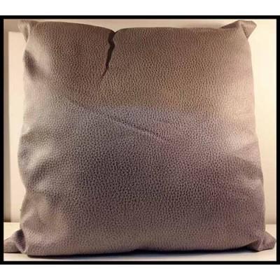 Coussin carré apparence cuir texturé gris foncé