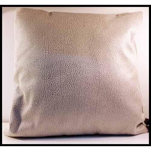 Coussin carré apparence cuir texturé gris pâle