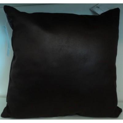 Coussin carré apparence cuir brun chocolat