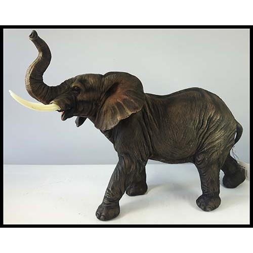 Gros éléphant brun