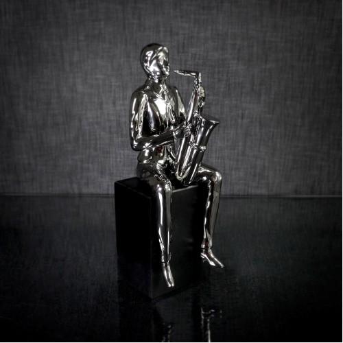 Saxophoniste stainless steel sur base de bois